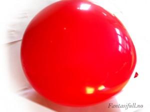 fantasifull kreativitet formingsaktivtet forming barn aktivitet med barna samarbeid tråd rundt ballong lim barneaktivtet barneaktivteter