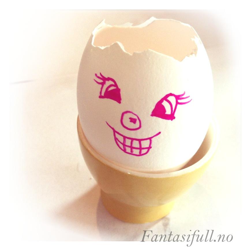 fantasifull tomt egg eggeklass så karse plante spire gro tegne ansikt morsomt gøy lek barn aktivet med barna barneaktivtet påske påskeaktivtet easter kids